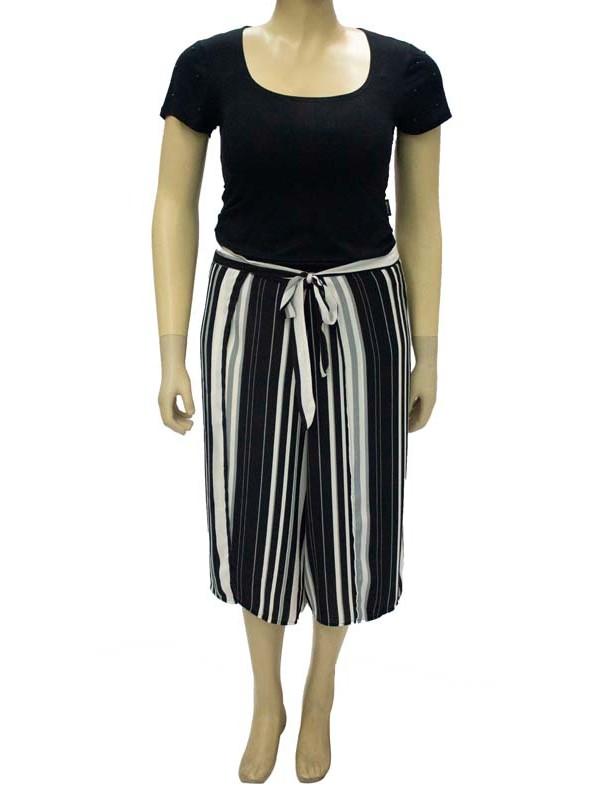 Blusa Plus Size Detalhe de Perolas Preta